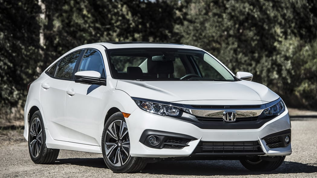 2016 Honda Civic front 3/4 view