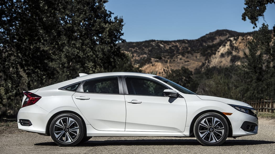 2016 Honda Civic side view