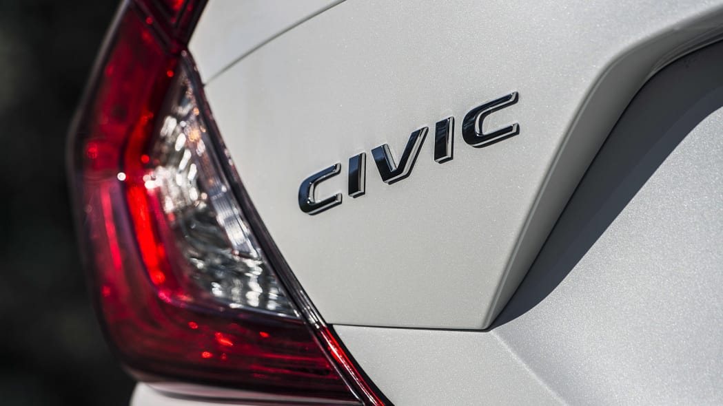 2016 Honda Civic badge