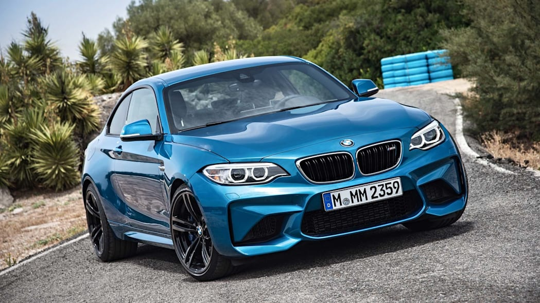 2016 BMW M2 front three-quarter view