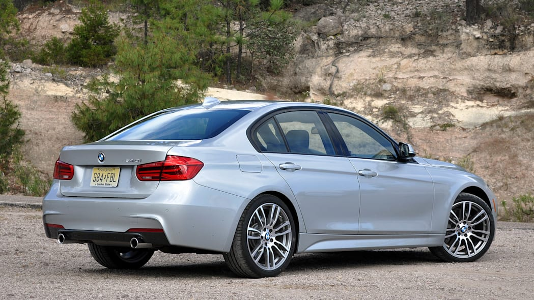 2016 BMW 3 Series rear 3/4 view