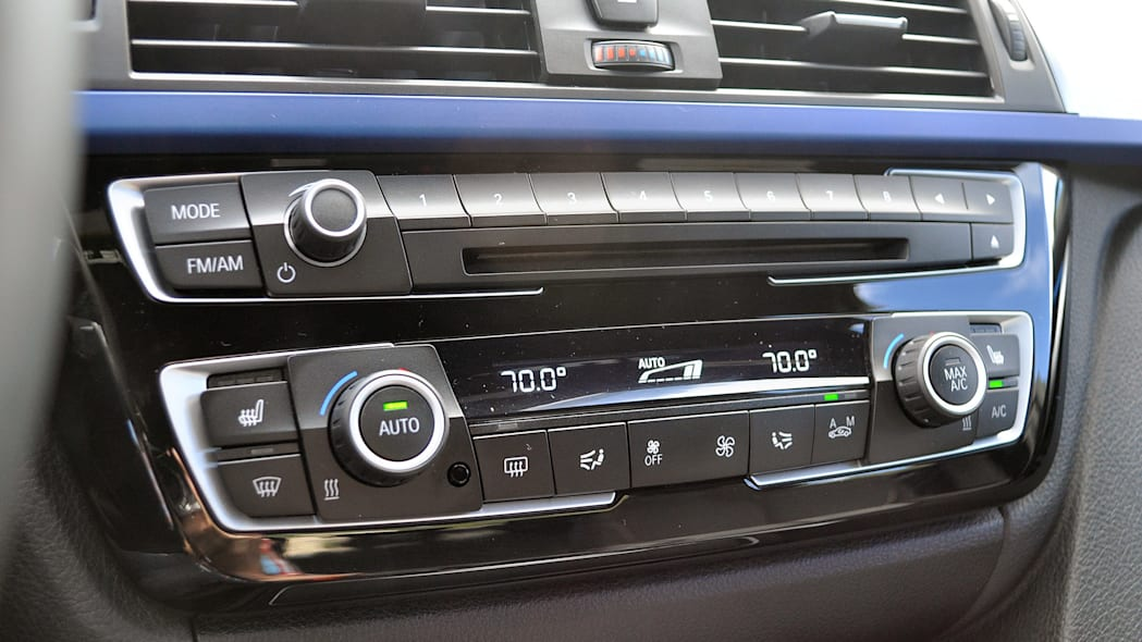2016 BMW 3 Series instrument panel