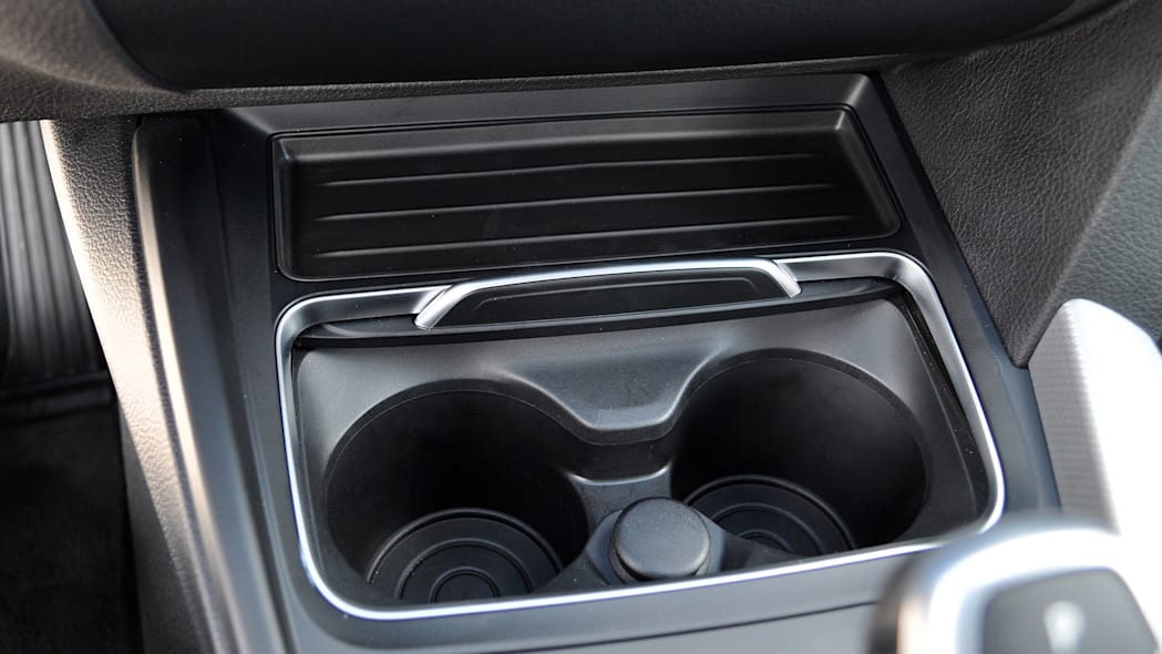 2016 BMW 3 Series cup holders