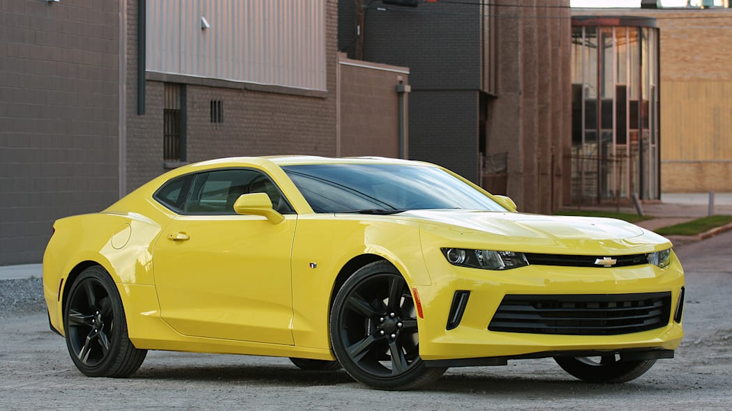 2016 Chevrolet Camaro front 3/4 view