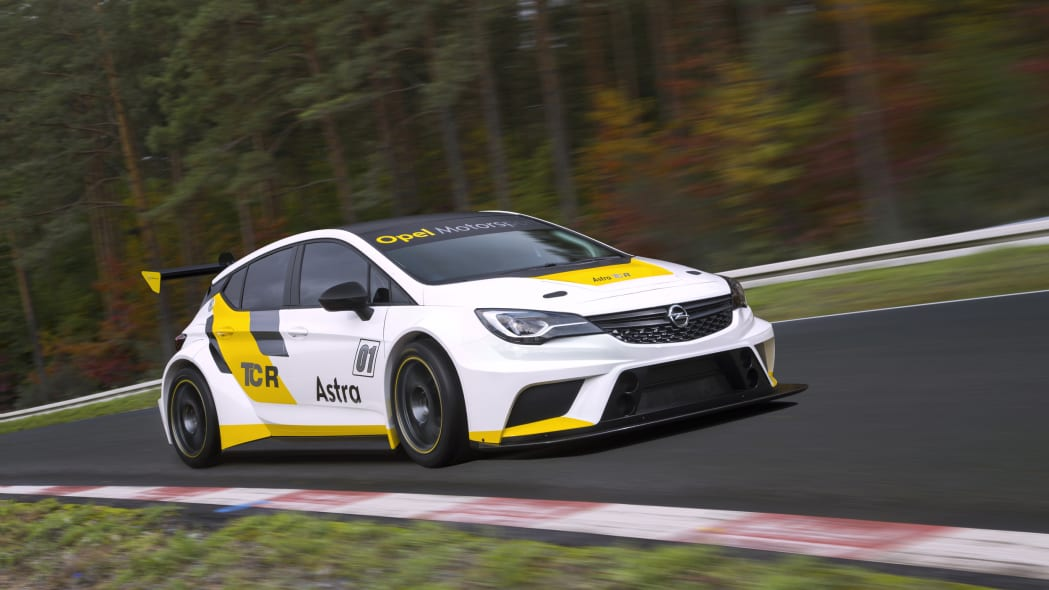 Opel Astra TCR front 3/4
