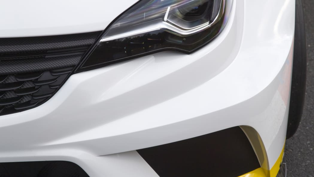 Opel Astra TCR front fender