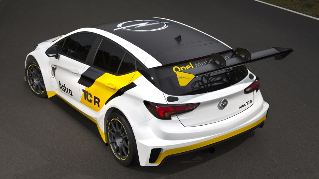 Opel Astra TCR static rear 3/4
