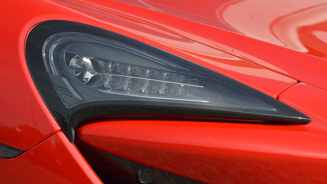 2016 McLaren 570S headlight
