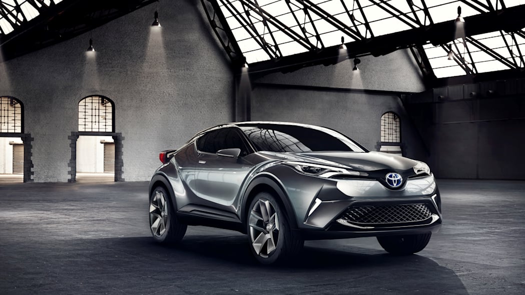 toyota c-hr front three quarters