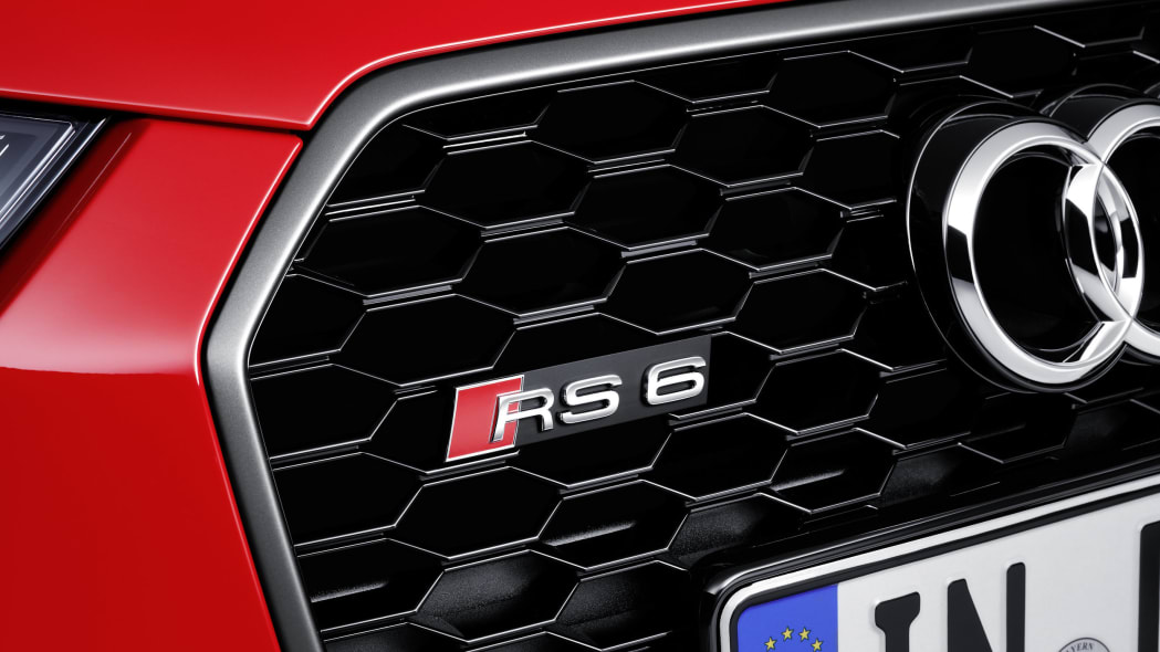 red audi rs6 avant performance badge