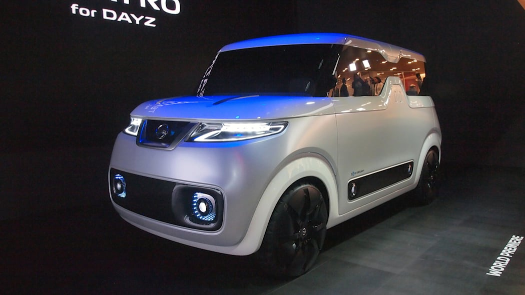 Nissan Teatro For Dayz Concept front 3/4 view