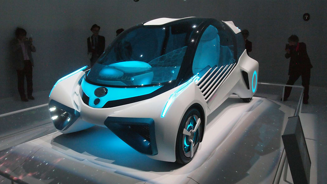 Toyota FCV Plus front 3/4 view