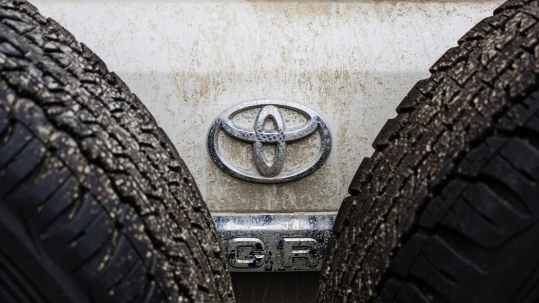Toyota LC 200 tail badge