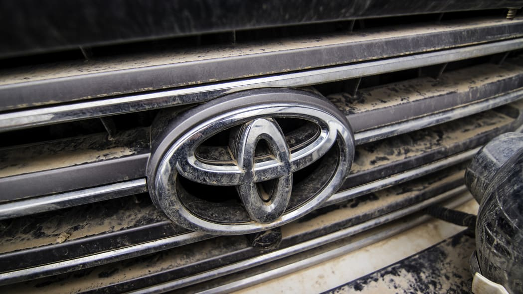 Toyota LC 200 grille badge