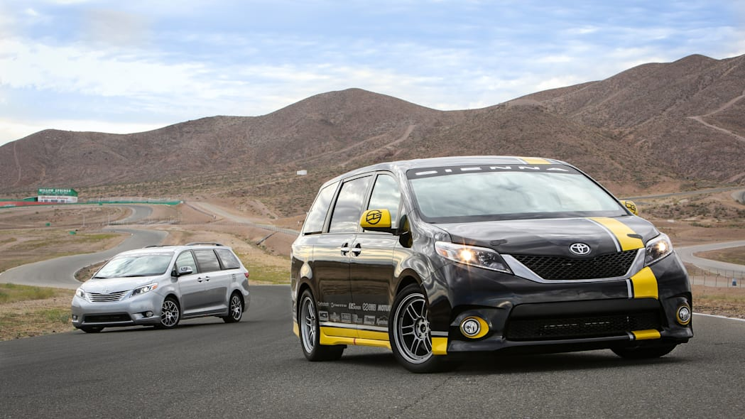 Toyota Sienna R-Tuned Concept front 3/4 track