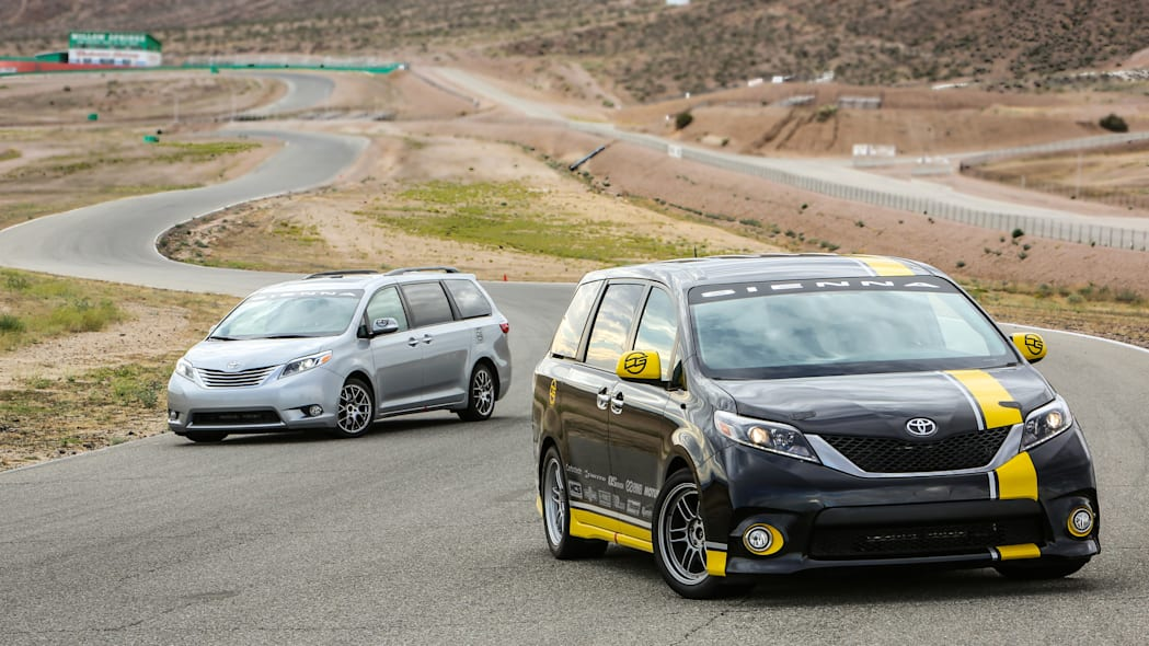Toyota Sienna R-Tuned Concept duo moving track