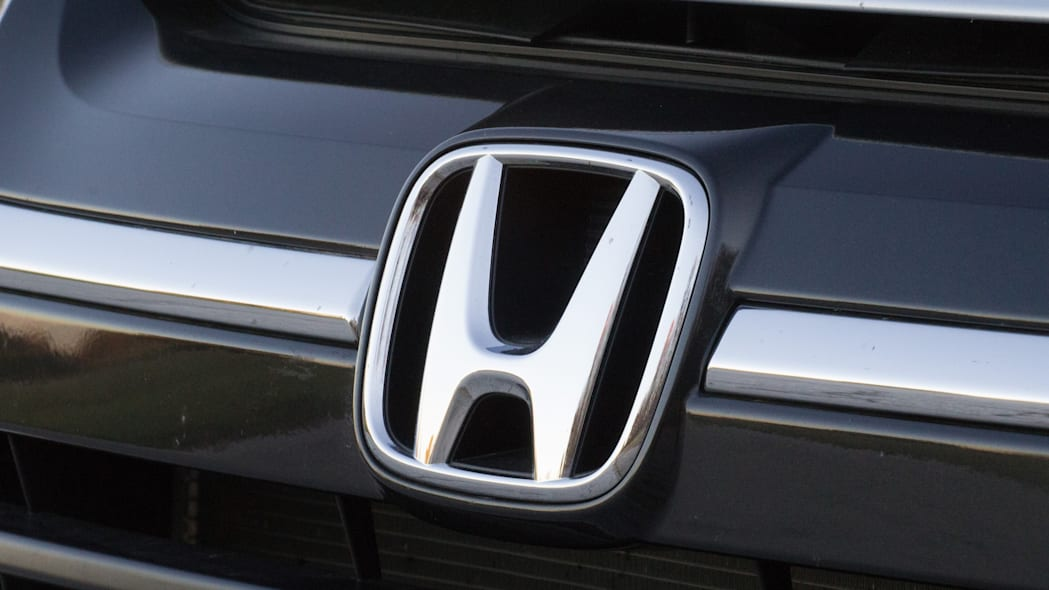 2016 Honda HR-V badge