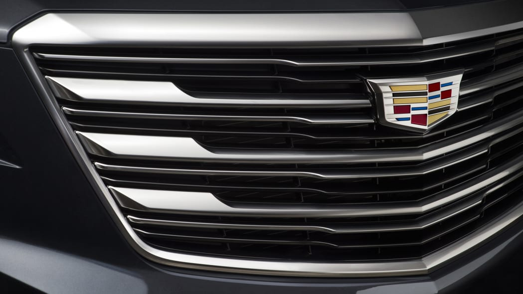 grille cadillac xt5 fascia badge crest