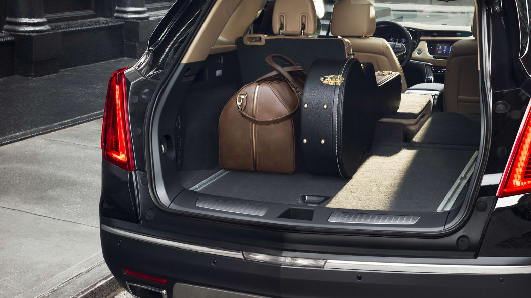xt5 crossover cadillac trunk luggage