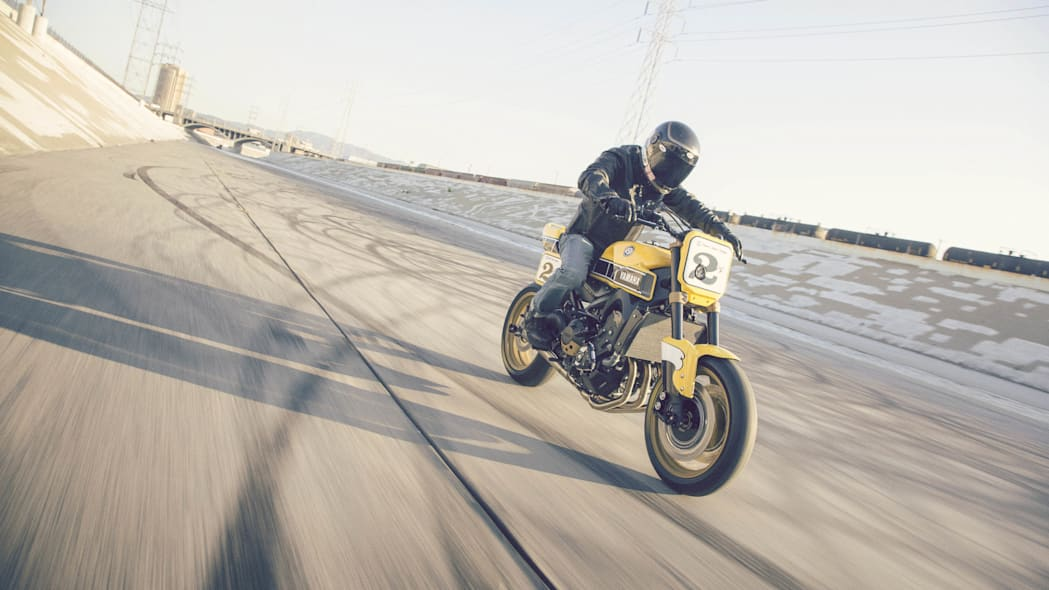 Yamaha 900 Faster Wasp Roland Sands Design moving front 3/4