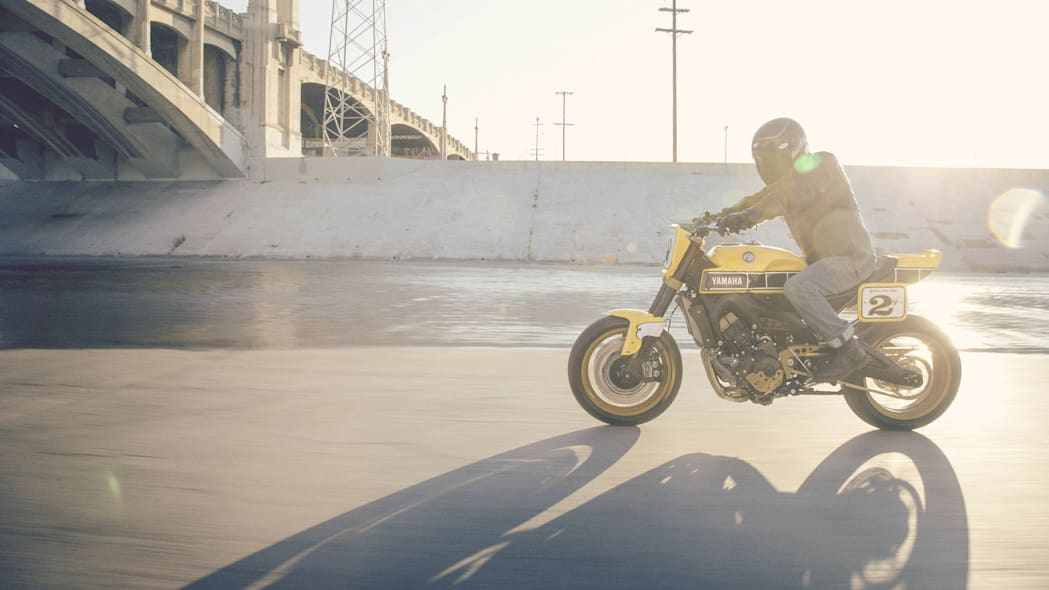 Yamaha 900 Faster Wasp Roland Sands Design moving side