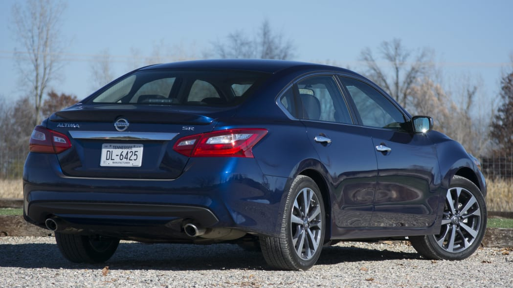 2016 Nissan Altima looks nice from the rear