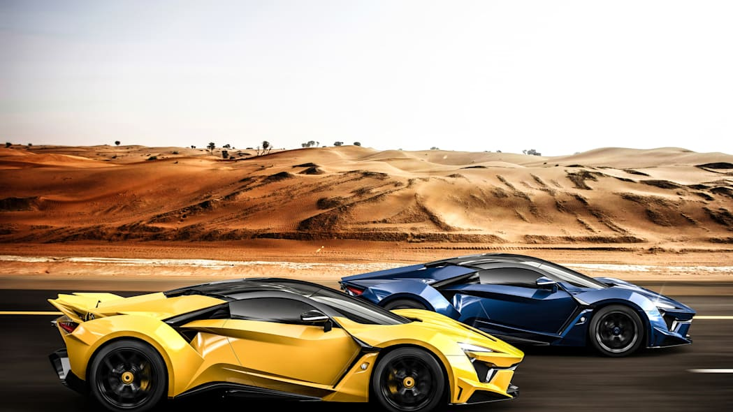 W Motors Fenyr SuperSport blue yellow moving