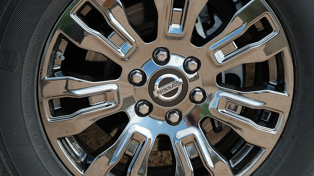 2016 Nissan Titan wheel