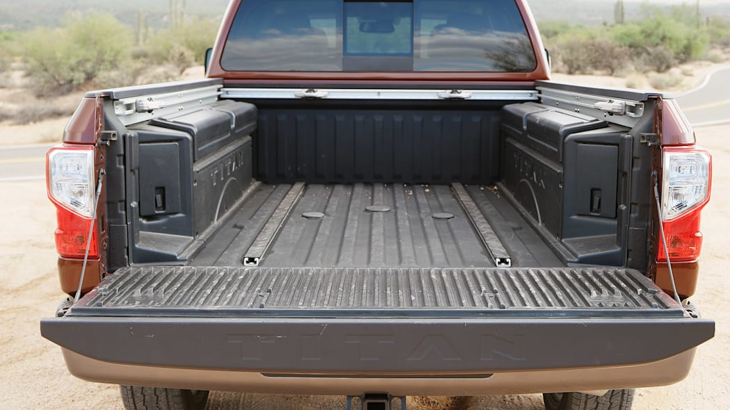 2016 Nissan Titan bed