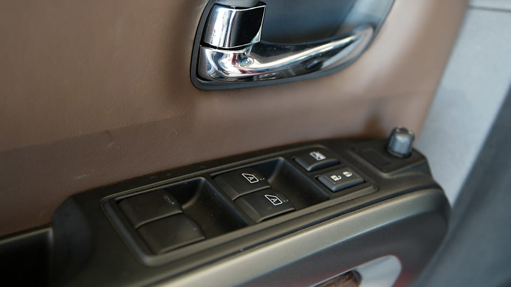 2016 Nissan Titan door controls