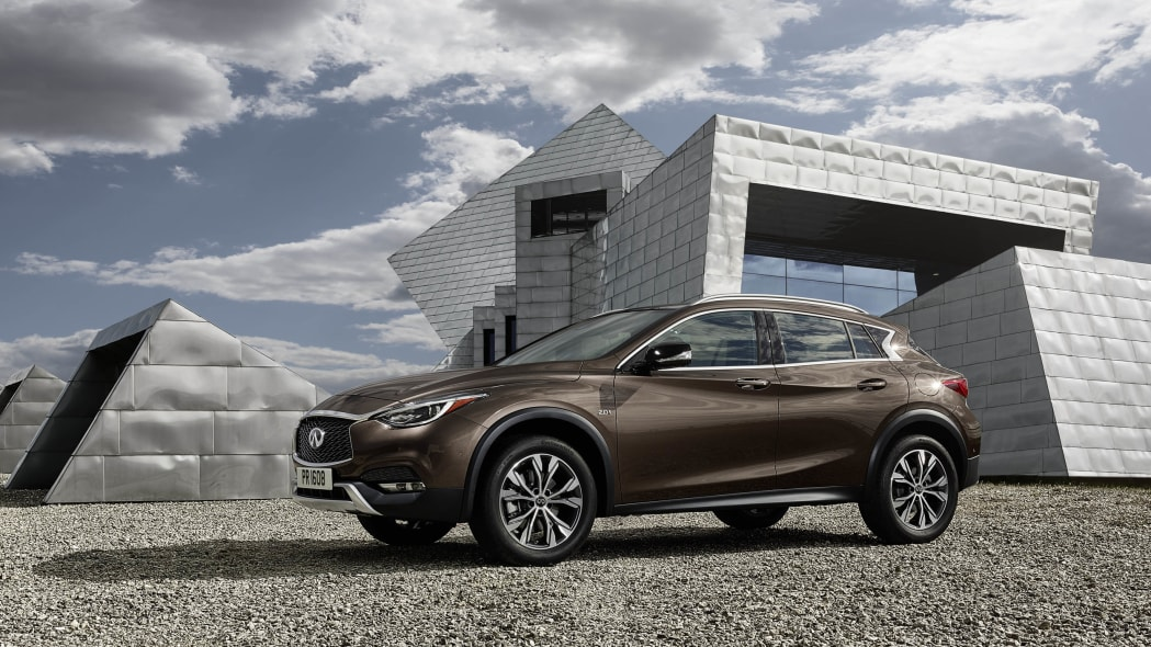 2017 Infiniti QX30 front 3/4 static parked