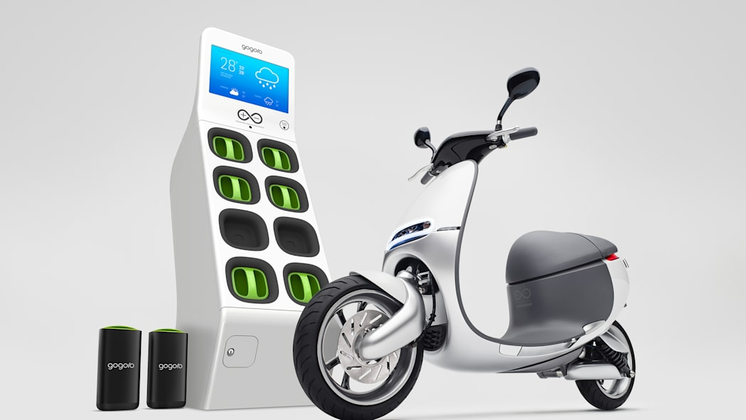 Gogoro Smartscooter with battery box