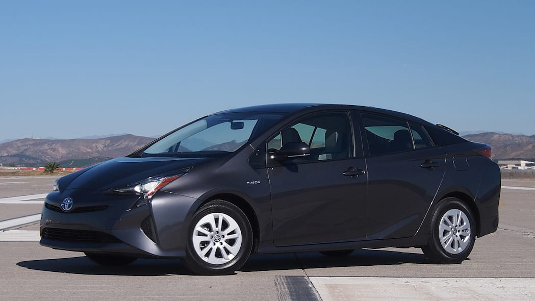 2016 Toyota Prius front 3/4 view
