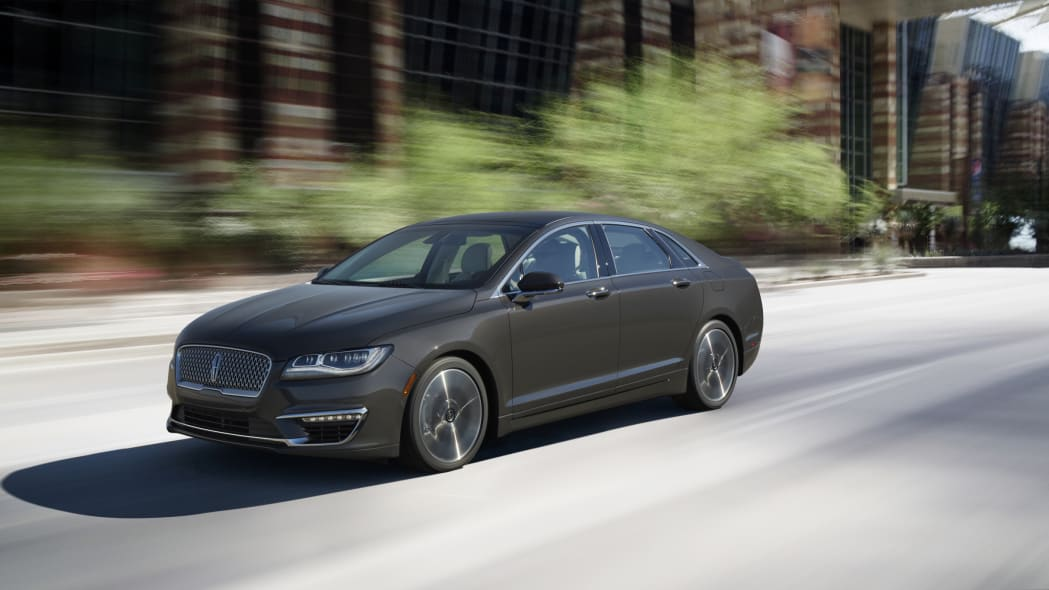 2017 lincoln mkz on road