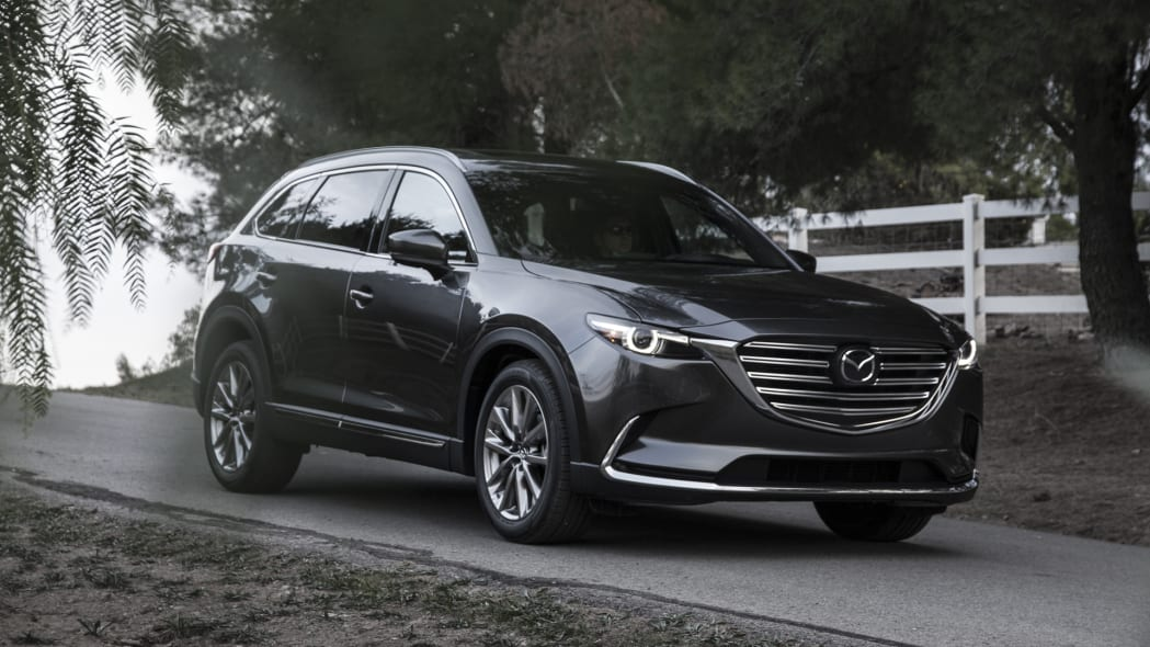 cx-9 2017 mazda trees parked driveway