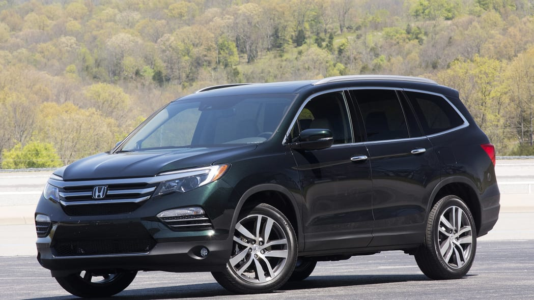 2016 Honda Pilot in dark green