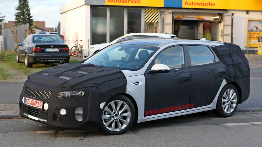 Kia Sportswagen prototype caught by spy photographers, front three-quarter view.