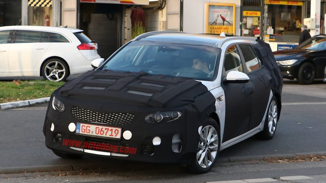 Kia Sportswagon prototype caught by spy photographers, caught in Germany.