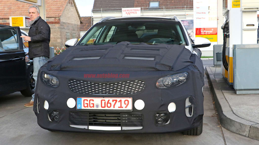 Kia Sportswagon prototype caught by spy photographers, front close-up.