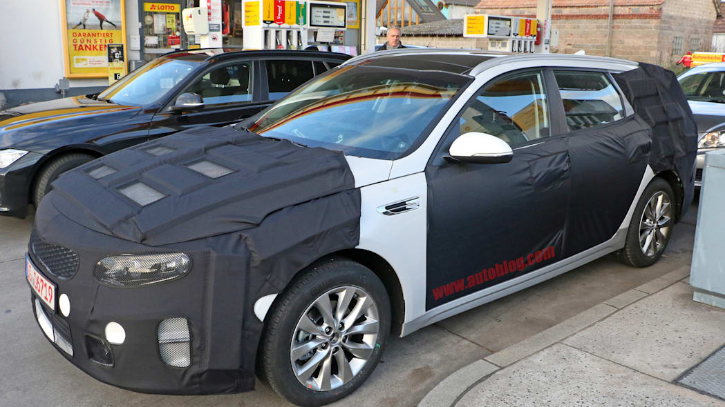 Kia Sportswagon prototype caught by spy photographers, front three-quarter showing fender vent.