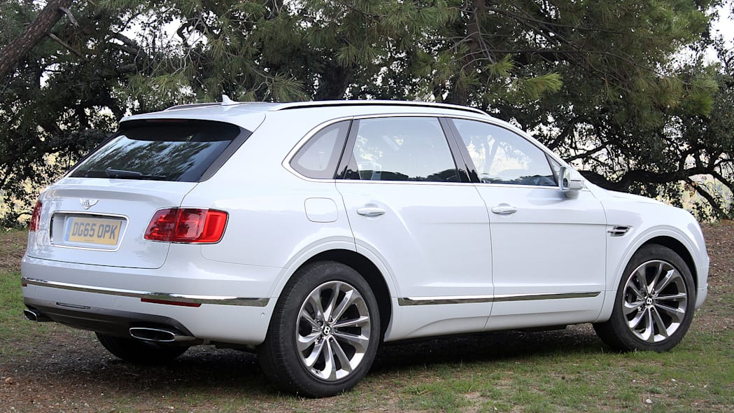 2016 Bentley Bentayga rear 3/4 view