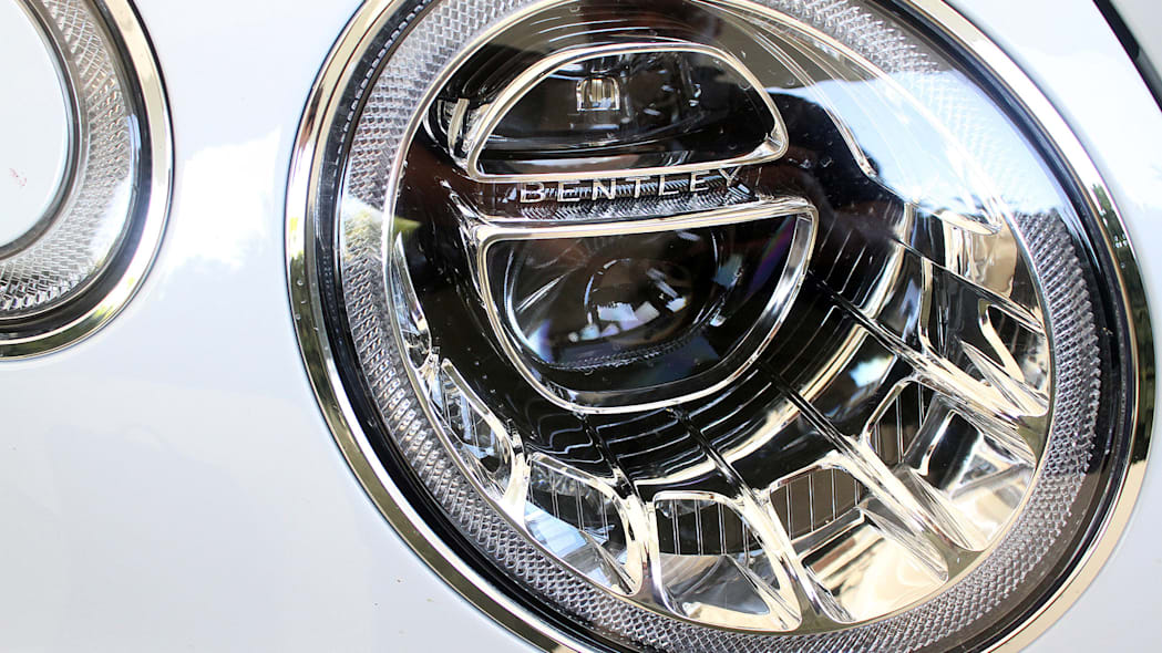 2016 Bentley Bentayga headlight
