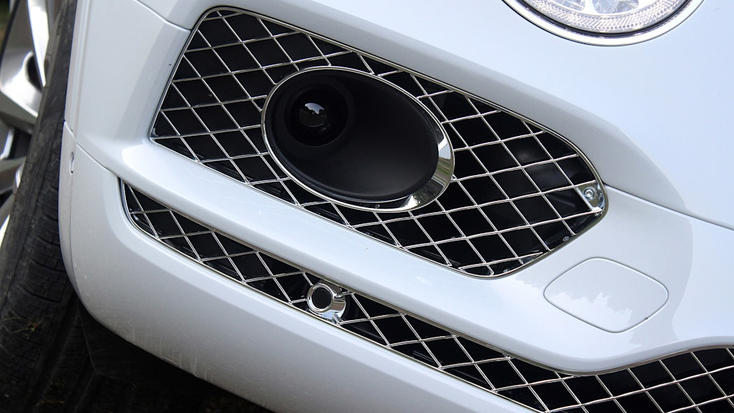 2016 Bentley Bentayga fog light