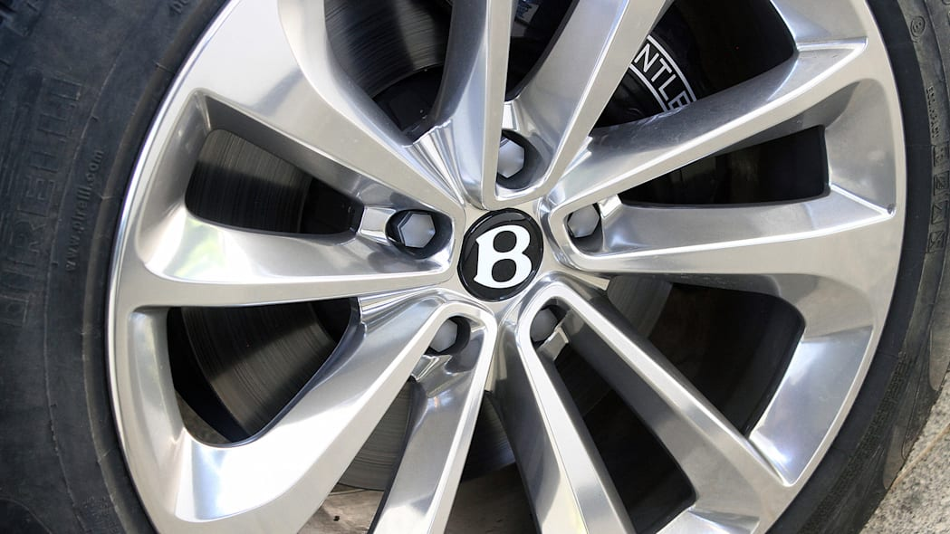2016 Bentley Bentayga wheel