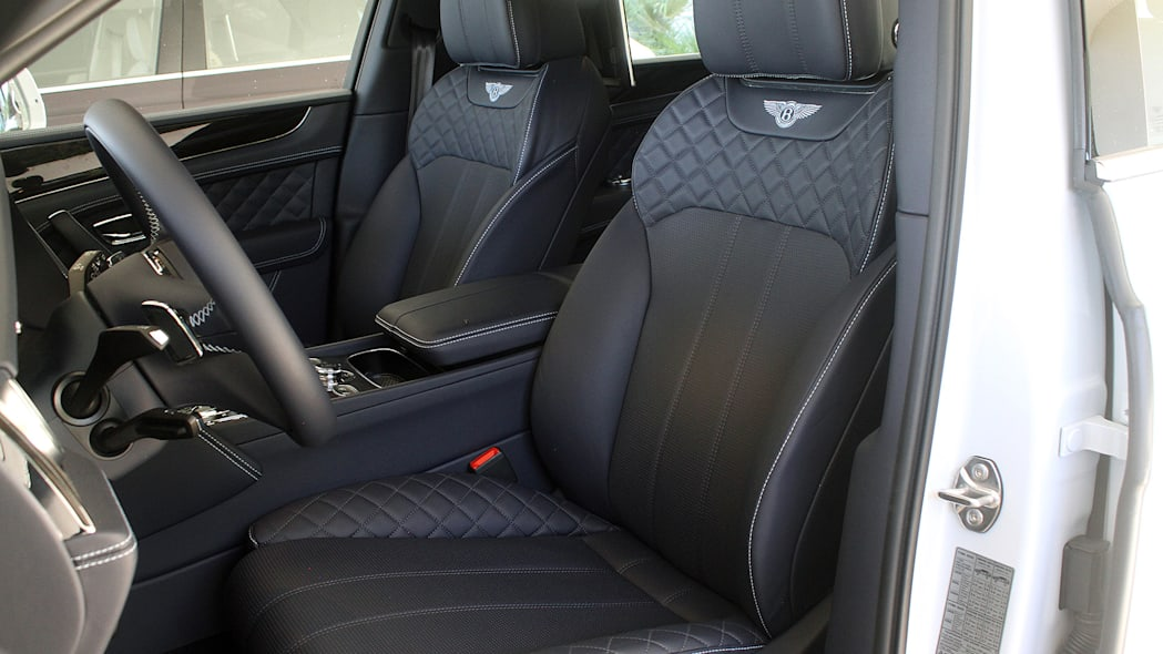2016 Bentley Bentayga front seats