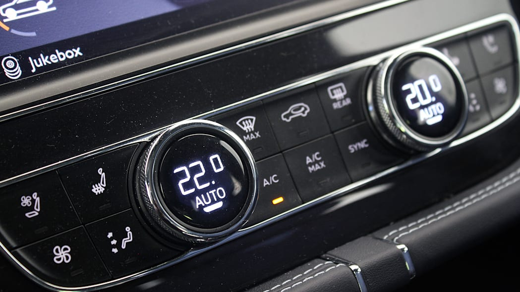2016 Bentley Bentayga climate controls