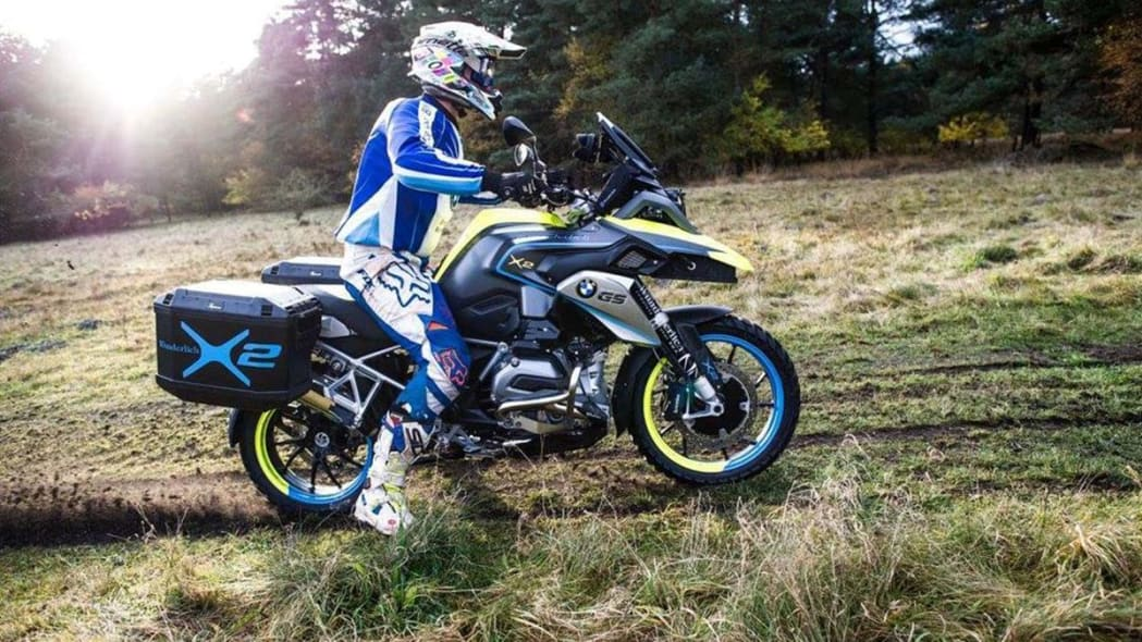 The two-wheel drive Wunderlich BMW R1200 GS LC, which uses a 10kW hub motor up front and a battery pack under the beak, side view.