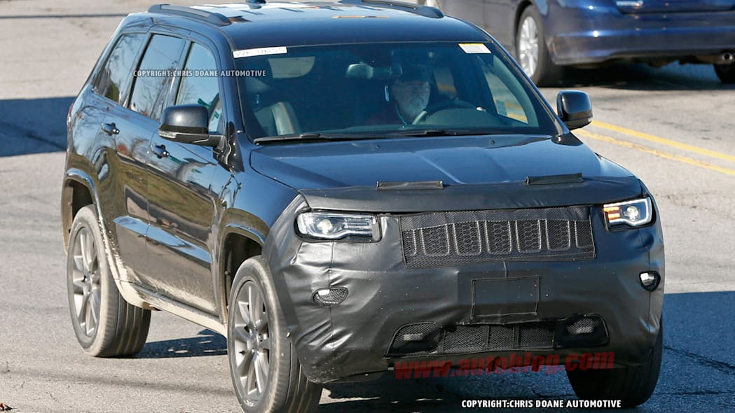 2017 Jeep Grand Cherokee spied front 3/4