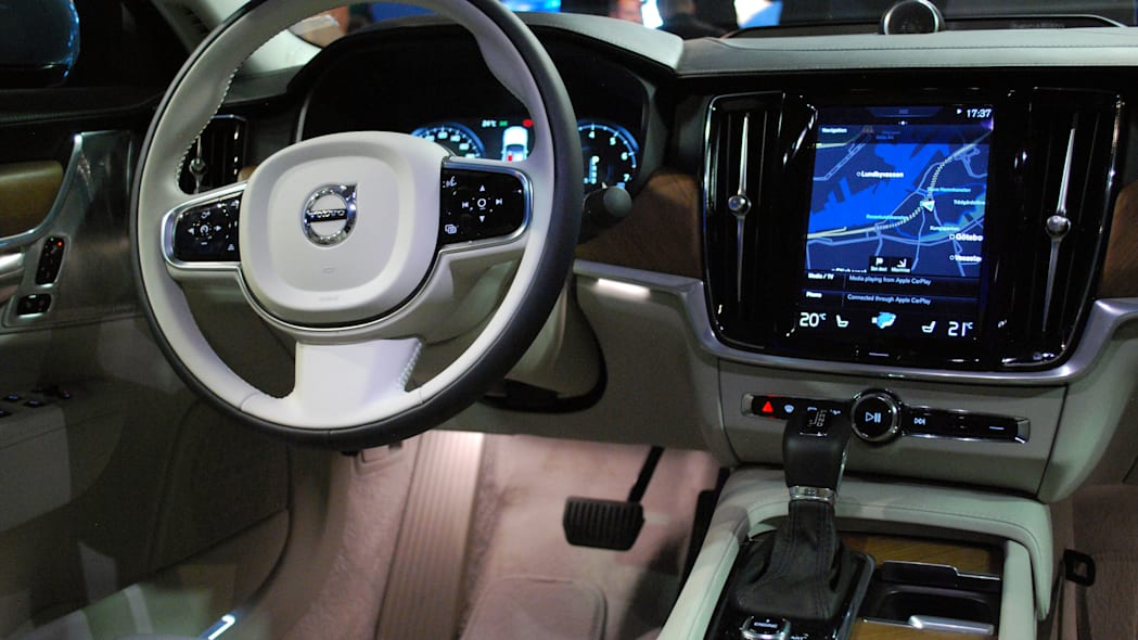2017 Volvo S90 live reveal dashboard