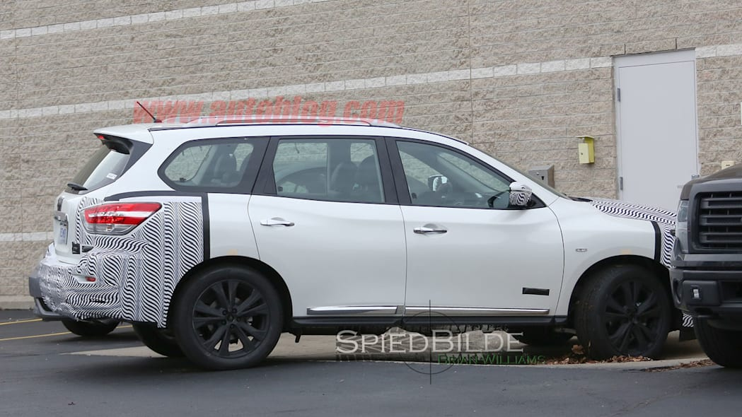 white 2017 nissan pathfinder spy shot park